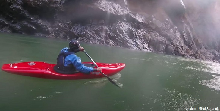 Practica de Kayac en el Río Apurímac