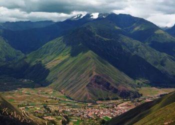 Vista panorámica de toda la ciudad de Chincheros en Cusco