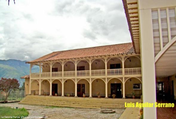 La casona illanya elegante arquitectura francesa en for Piani casa adobe hacienda
