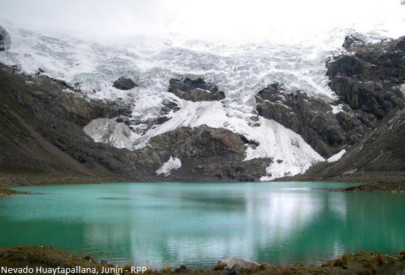 nevado en la Cordillera de los Andes Peruanos
