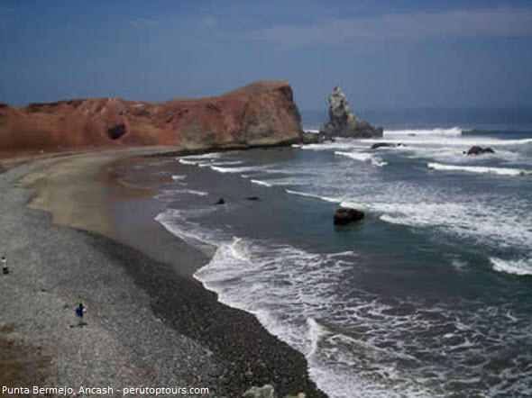 Punta Bermejo, la escondida playa del norte