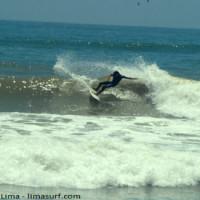 El Surfing se practica mucho en las playas de la Costa Verde de Lima