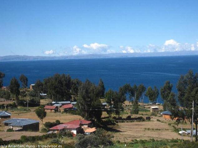 Vista panorámica de la Isla Anataní en Lago Titicaca - Turismo vivencial en Puno