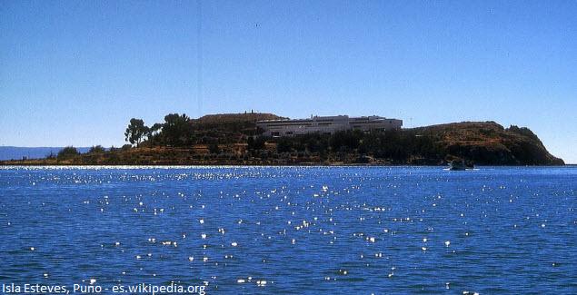 Isla Esteves en el Lago Titicaca