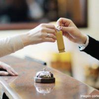 Cómo es el check in y check out en hotelería