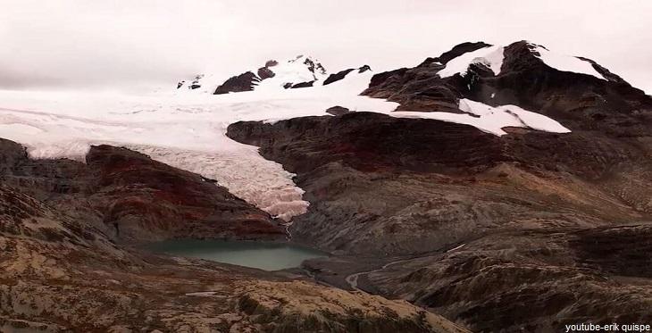 Los glaciares en la Cordillera de Apolobamba en Puno