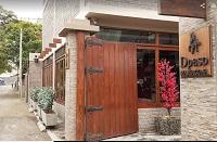 Puerta principal al Restaurante DPaso en Mamacona