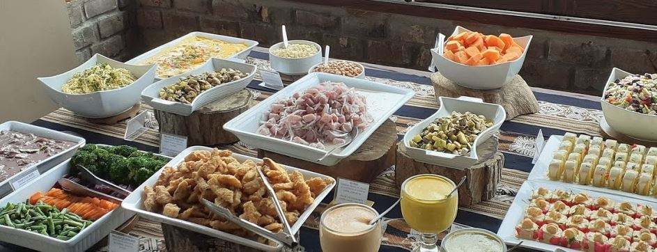 Mesa de entradas en el almuerzo buffet del Restaurante Dpaso de Mamacona
