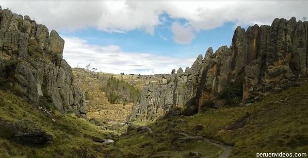 Foto del Bosque de piedras de Cumbemayo, en el post Complejo Arqueológico de Cumbemayo en Cajamarca