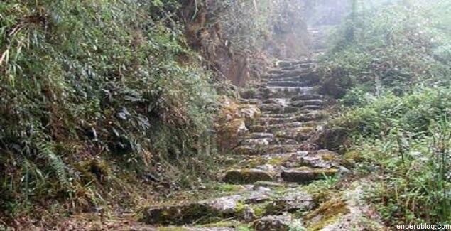 Kantupata al otro lado de Machu Picchu