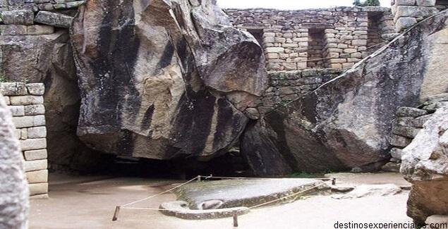 Templo del Cóndor en Machu Picchu