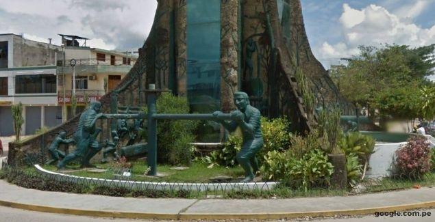 Parte inferior del Obelisco de Puerto Maldonado